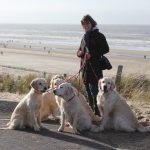 Mijn zus Irene met alle 'Rocksett'jes op weg naar het strand!