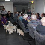 Socialisatie: zoveel mensen, maar de pups zijn niet onder de indruk!